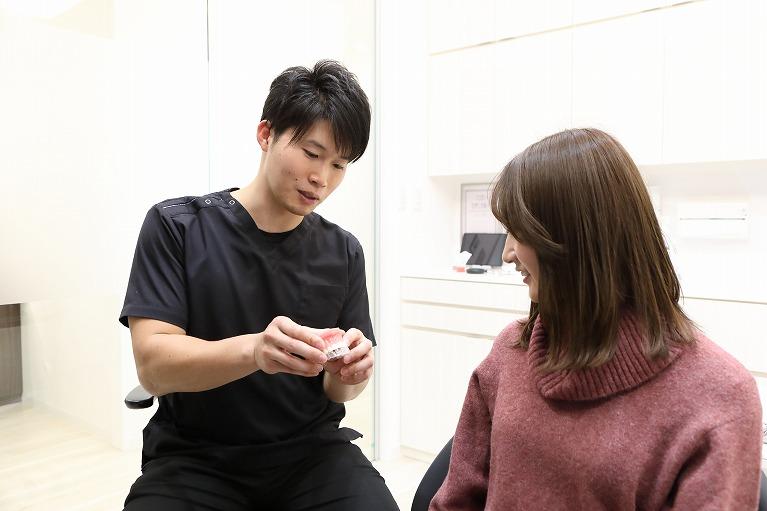 大人の矯正歯科(大人から始める歯の矯正にかかる期間・費用・種類について)