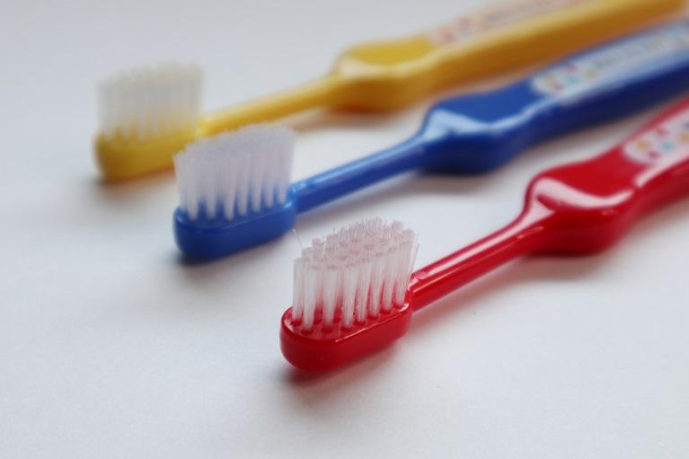 好きなキャラクターや色の歯ブラシを使う