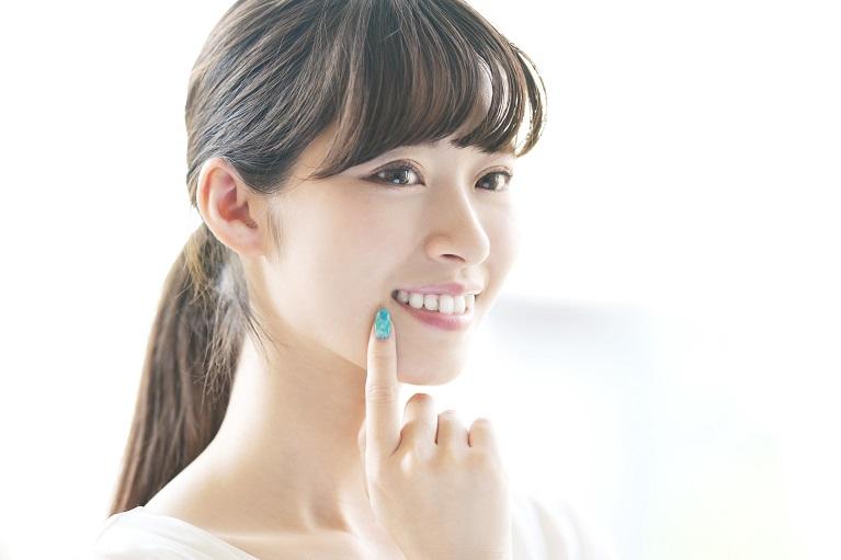 前歯の歯並びをキレイに治す方法・前歯のセラミック治療