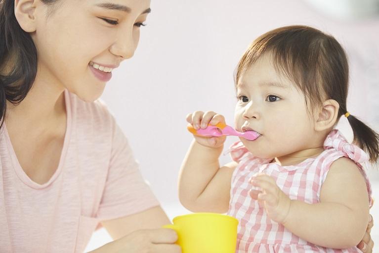 赤ちゃんの歯科検診のデビューは、一歳半検診